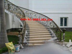 Cửa cổng sắt mỹ thuật cao cấp tại Phúc Yên