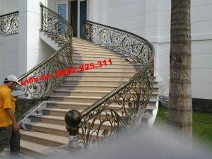 lan can cầu thang sắt nghệ thuật đẹp tại Thanh xuân Hà Nội