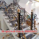 Thi công cầu thang với cửa cổng tại Từ Sơn Bắc Ninh