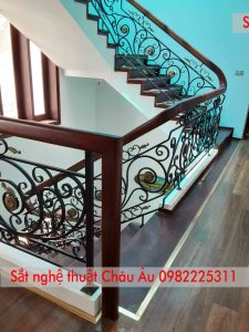 Cầu thang sắt mỹ thuật cao cấp tại Phúc Yên