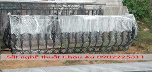 Lan can ban công sắt mỹ thuật đẹp tại Tây Hồ Hà Nội