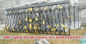 Lan can ban công sắt nghệ thuật 18 tại xưởng