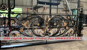 ban công sắt nghệ thuật 21 tại xưởng