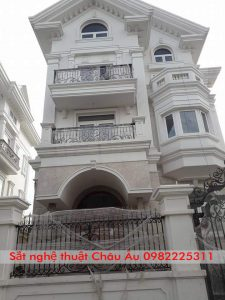 Ban công lan can sắt mỹ thuật cao cấp nhất tại Thanh Xuân HN