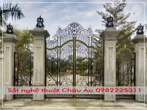 mẫu cửa cổng đẹp tân cổ điển