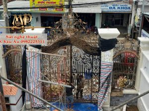 Cửa Cổng Sắt Nghệ Thuật Cao Cấp Tại Tp Thái Nguyên