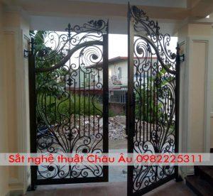 Mẫu cửa cổng sắt mỹ thuật đẹp quyến dũ