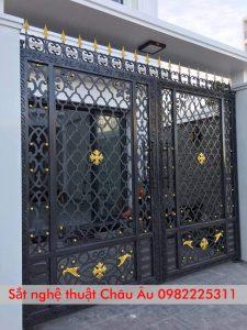 Cửa cổng sắt mỹ thuật đẹp tại Tây Hồ