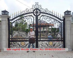 mẫu cửa sắt nghệ thuật đẹp tại tp hòa bình