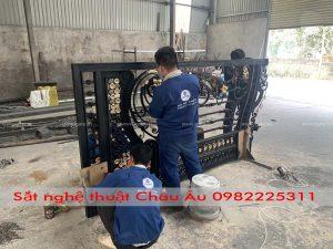 cửa cổng sắt mỹ thuật tại xưởng