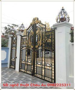 Cổng nhà biệt thự