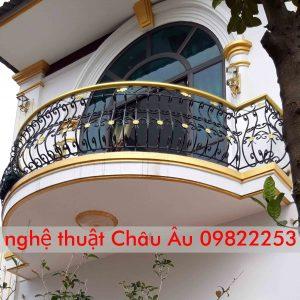 Thi công ban công cửa cổng tại Mê Linh Hà Nội