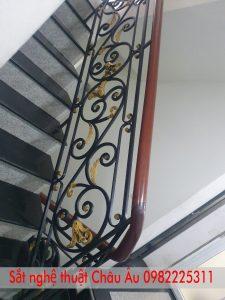 mẫu cầu thang sắt nghệ thuật đẹp 2021