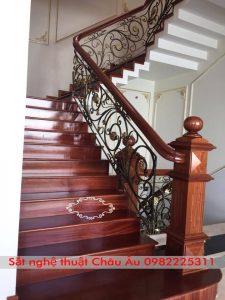 Cầu thang sắt nghệ thuật đơn giản