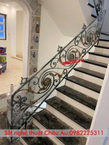 cầu thang hoa sắt nghệ thuật
