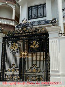 Cửa cổng sắt nghệ thuật đẹp tại Thanh xuân Hà Nội