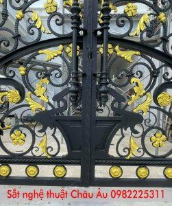 cửa cổng sắt 4 cánh