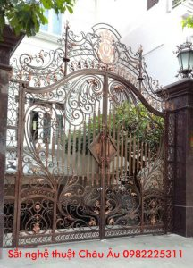 Mẫu cổng sắt uốn nghệ thuật đẹp