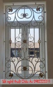 song cửa sổ sắt mỹ thuật tại hà nội